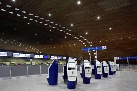 Koronavirus on autioittanut Charles de Gaullen kansainvälisen lentoaseman lähtöaulan Pariisissa. Joulukuussa kentälle tehtiin vielä suoria lentoja Kiinan Wuhanista.