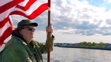 Michael Moore ottaa kantaa dokumenteillaan.