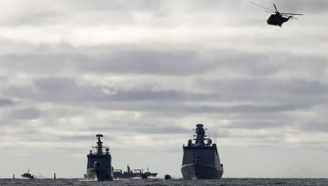 Suomi ja Ruotsi ovat harjoitelleet puolustusyhteistyötä muun muassa Saksan merivoimien isännöimissä Northern Coasts -harjoituksissa. Vuonna 2010 harjoiteltiin Tahkoluodon ympäristössä.