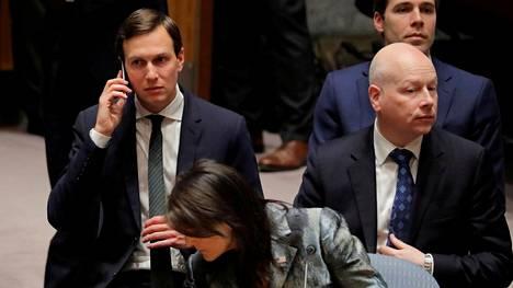 Trumpin neuvonantaja ja vävy Jared Kushner (vas.), YK-lähettiläs Nikki Haley ja Lähi-idän lähettiläs Jason Greenblatt.
