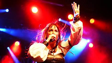 Amberian Dawn esiintyi Tuska-festivaalin avausklubilla vuonna 2010.