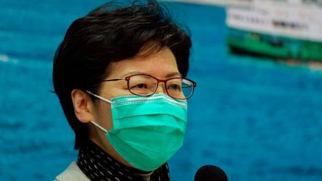 Hongkongin aluejohtaja Carrie Lam kertoi matkailurajoituksista tiistaina.