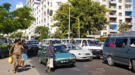 Hädin tuskin eurooppalaisia nykynormeja täyttävät autot päätyvät useissa tapauksissa Afrikkaan.