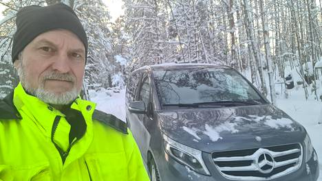 –Halusin nelivetoisen, koska taloni on korkealla mäellä ja talvikelillä ylös on vaikea päästä, Oleg Tihonov sanoo