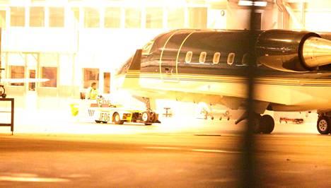 Suomalainen rauhanturvaaja tuotiin torstai-iltana Helsinki-Vantaalle.