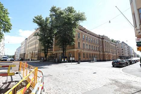 Rakennuksissa on ollut aikojen saatossa ainakin upseerien asuntoja sekä maa- ja metsätalousministeriön toimistoja.