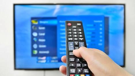 Yhdyskuntapalvelua suorittanut nainen ostatti 60-vuotiaalla muistisairaalla henkilöllä itselleen television. Kuvituskuva.