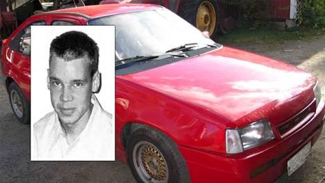 Jari Pesosen epäillään saaneen surmansa syytetyn miehen Opel Kadettin takapenkillä.
