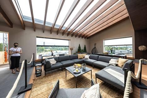 Lohja Vuokra-asunnot Oy:n kattoterassilla on näyttävät, yhteiset tilat kerrostalon väelle.