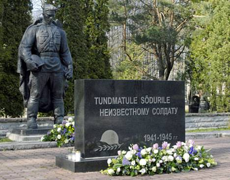 Tämän pronssipatsaan siirtäminen uuteen paikkaan Tallinnan keskustasta aiheutti nettihyökkäysten sarjan Viroa kohtaan.