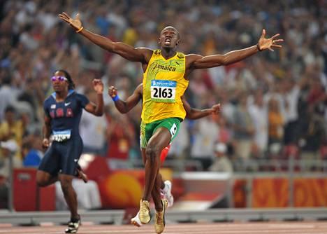 Vuoden 2008 Pekingin olympialaisissa räjähti sitten oikein kunnolla: Bolt juoksi niin 100 metrin kuin 200 metrin olympiakultaa tehden molemmissa finaaleissa maailmanennätykset (9,69 ja 19,30). Pekingissä Bolt voitti myös kultaa Jamaikan pikaviestijoukkueen mukana, mutta tuo voitto mitätöitiin myöhemmin, kun Nesta Carter kärysi dopingista.