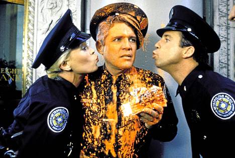 Poliisiopisto-elokuvat uusittiin alusta loppuun keväällä – ja uusitaan jälleen tänä viikonloppuna.