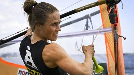 Lontoon olympialaisten hopeamitalisti Tuuli Petäjä-Sirén aloittaa olympiaurakkansa sunnuntaina purjehduksen RS:X-luokassa.