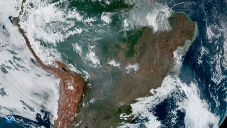 Amazonin palot ovat ilmakuvissa havaittavissa vaikkakin sekottuvat helposti pilvipeitteeseen.