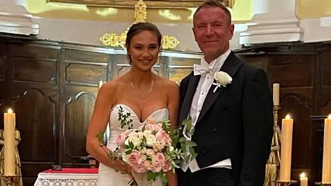 Harlinit ovat olleet virallisesti naimisissa jo kesäkuun puolivälistä. Nyt heidät siunattiin Ranskan Rivieralla.