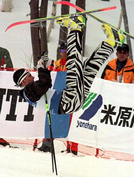 Ranskan Fabrice Beckerin taidonnäyte suksibaletista MM-kisoissa Naganossa vuonna 1997.
