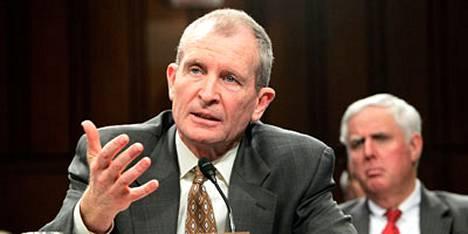 Yhdysvaltain kansallinen tiedustelujohtaja Dennis Blair varoitti al-Qaidan laajamittaisesta hyökkäyksestä Yhdysvaltain maaperällä seuraavien kuuden kuukauden sisällä.