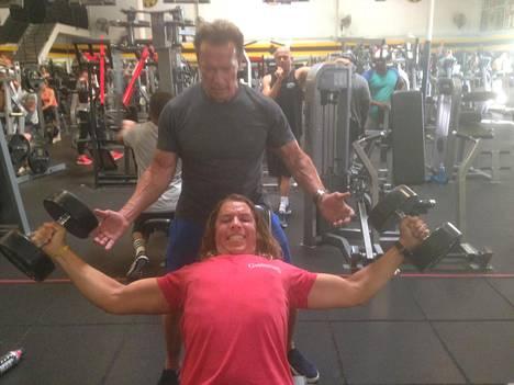 Viime kuussa Arnold ja Joseph kuvattiin Gold's Gymillä treenaamassa. Samaisella salilla Iso-Arska nosti rautaa jo 70-luvulla treenatessaan Mr. Olympia -kisoihin.