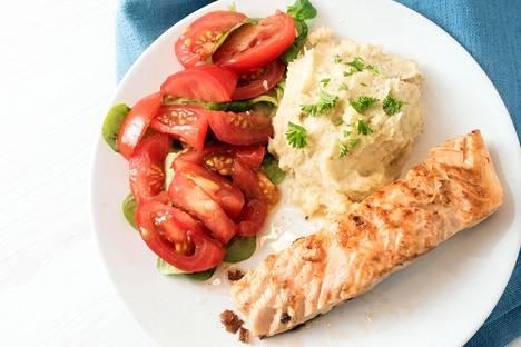 Kun lautasesta puolet täyttää kasviksilla, paino voi pudota useita kiloja.