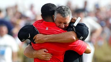 Caddien merkitys on monesti mailojen kantamista suurempi. Kuvassa Tiger Woods ja Steve Williams.
