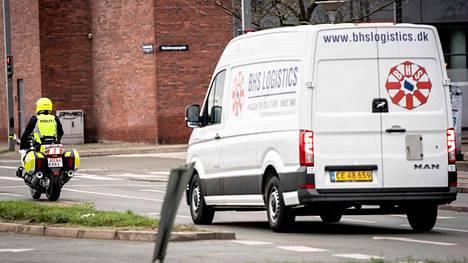 Tanskassa koronarokotteita kuljetettiin poliisisaattueessa.
