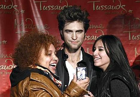 Se on niin ihana! Fanit ihastuivat vaha-Pattinsoniin.