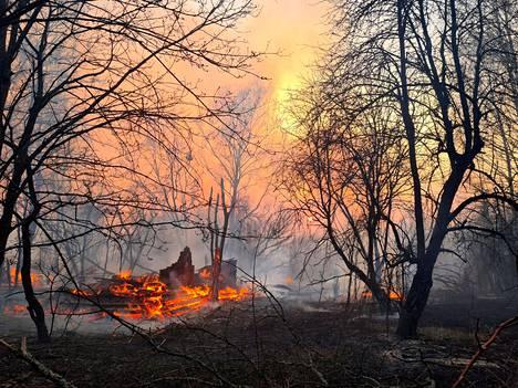 Osa palosta saatiin maanantaina sammutettua.