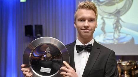 Kannuksesta lähtöisin oleva Akseli Kalermo valittiin vuoden poikapelaajaksi Suomessa 2013.