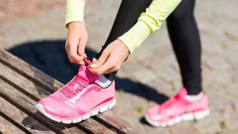 Tutkimuksen mukaan laihdutetut liikakilot pysyvät poissa todennäköisemmin, jos varsinaisen liikunnan lisäksi elintapoja muuttaa kokonaisvaltaisesti aktiivisemmaksi.