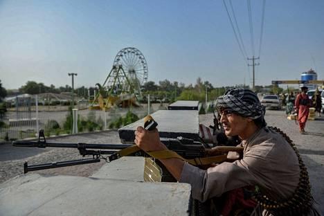 Afganistanin hallituksen joukot tulittivat Talebanin joukkoja Heratissa.