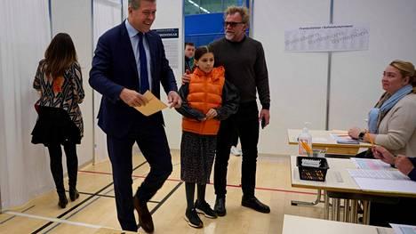 Valtiovarainministeri Bjarni Benediktssonin äänestämässä lauantaina.