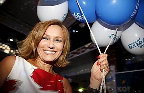 Eija-Riitta Korholan EU-avustajina ovat hänen veljenpoikansa Miikka Nieminen ja tyttärensä sulhanen Heikki Vestman.