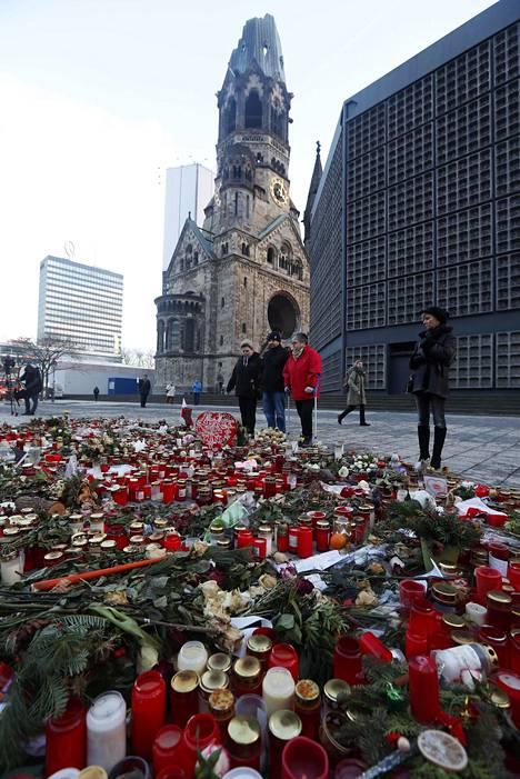 Berliinin joulumarkkinaiskun tapahtumapaikka Breitscheidplatz tammikuussa.