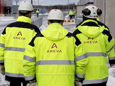 Arevan työntekijöitä Olkiluoto 3 -ydinvoimalan työmaalla viime vuonna.