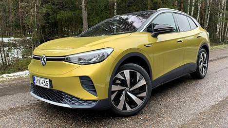 VW ID.4:n luvattu toimintamatka on virallisesti aavistuksen pienempi kuin vastaavassa Skoda Enyaqissa. Eroja sisarusten väliltä löytyy toimintamatkanyanssin sekä ulkonäön ohella myös mitoista ja hallintalaitteista.