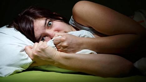 Kummalliset ja ahdistavat unet voivat peilata elämää, mutta myös kertoa univajeesta.