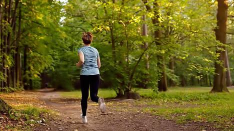 Intensiivinen liikuntaharjoittelu oli tutkijoiden mukaan turvallista – se ei lisännyt vakavia komplikaatioita eikä terveyshaittoja.