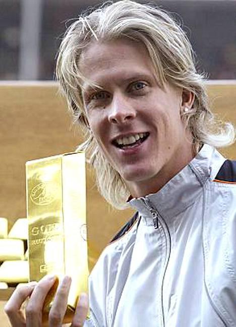 Kolmiloikkaaja Christian Olsson voitti 2004 Kultaisen liigan pääpotin yhdessä 400 metrin juoksija Tonique William-Darlingin kanssa.