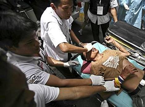 Ampumahaavan saanutta thaimiestä hoidettiin Bangkokin poliisin päämajan sairaalassa.