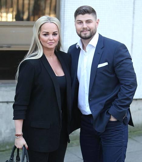 Näyttelijä poseerasi kuvaajille puolisonsa Rob Ticklen kanssa tammikuussa.