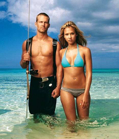 Bahamasaarilla hylkyjä sukeltava pariskunta (Paul Walker ja Jessica Alba) joutuu vaikeuksiin löytäessään meren pohjasta huumekuriirien lentokoneen.