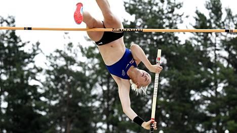 Wilma Murto voitti Suomen mestaruuden – hyppäsi uuden ulkoratojen ennätyksensä