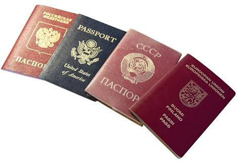 Walfred Andersonilla on iso kirjo passeja: Venäjän, Yhdysvaltain, Neuvostoliiton ja Suomen.