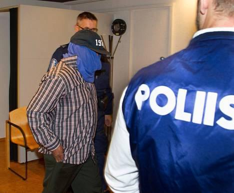 Abdiqadir Osman Hussein oli peittänyt kasvonsa kokonaan astuessaan tänään Varsinais-Suomen käräjäoikeuteen.