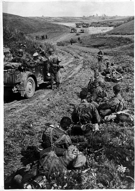 Waffen-SS-yksikkö lepotauolla itärintamalla syyskuussa 1941.