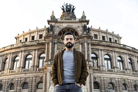 Syyriasta vuonna 2015 Saksaan saapunut Fadi Azzam kerto, etteivät kaikki kollegat suostu työskentelemään hänen kanssaan ja kaduilla joutuu kuuntelemaan huutelua.