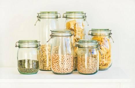 Tärkein syy keittiön järjestämiseen on se, että kaappien sisällön näkee helposti: mitä on jo tarpeeksi ja mitä tarvitaan lisää.