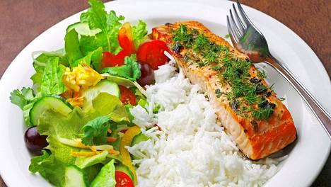 Punaisen lihan sijasta kannattaa suosia broileria  ja kalaa.