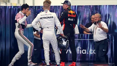 Tv-kamera tallensi tilanteen: Verstappen kävi käsiksi Oconiin F1-kisan jälkeen! Ranskalainen kommentoi törmäilyä uhmakkaasti