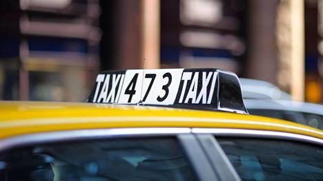 Terhi Majasalmi haastatteli taksikuskeja Las Vegasissa. Keskusteluista jäi päällimmäisenä mieleen kuljettajien ahkeruus ja kunnioitus työtä kohtaan.